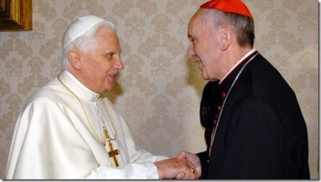 S.S. Benedicto XVI con el entonces Cardenal Jorge Mario Bergoglio