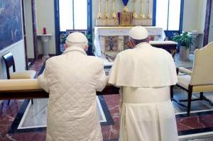 Papa-Francisco-Benedicto-XVI-AP_CLAIMA20130323_0199_14