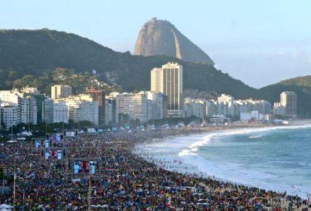 Millones de jóvenes en la playa de Copacabana durante la JMJ 2013