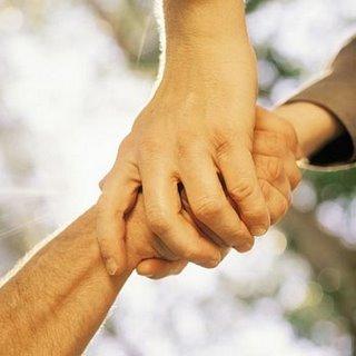 Fraternidad: equilibrio entre libertad y justicia, entre responsabilidad personal y solidaridad, entre el bien de los individuos y el bien común.