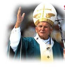 Juan Pablo II: Con una mano sostiene el báculo y con la otra saludo y bendice