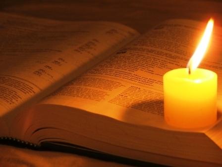 Para que se cumplieran las Escrituras. Como estaba anunciado. Tal como estaba escrito.