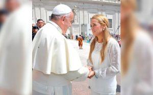 Papa Francisco con la esposa de Leopoldo López