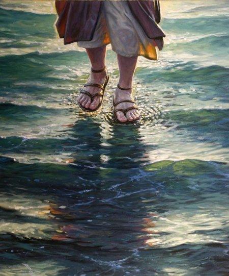 e les acercó Jesús, andando sobre el agua