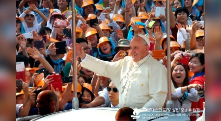 Papa saluda a coreanos