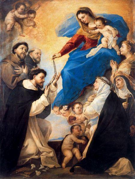 En el Rosario, miententras suplicamos a María, Ella intercede por nosotros ante su HIjo