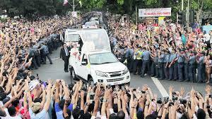 El Papa Francisco aclamado por la gente