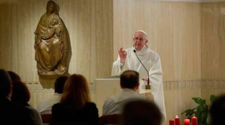 El Papa predica en
