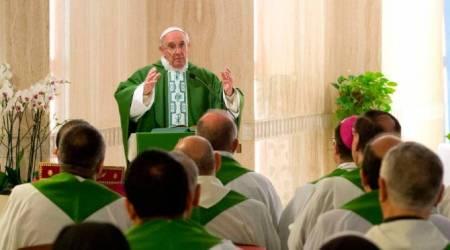 El Papa Francisco en Santa Marta habla a los obispos...
