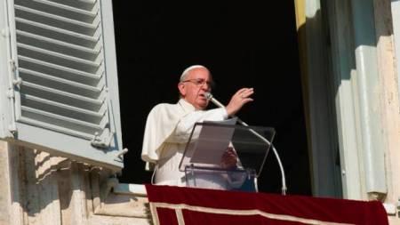 Bendición del Papa desde la venta del Ángelus