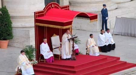 El Papa Francisco predica en la misa del Jubileo de los Sacerdotes en San Pedro