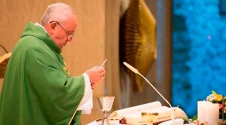 Papa Francisco consagra en Misa